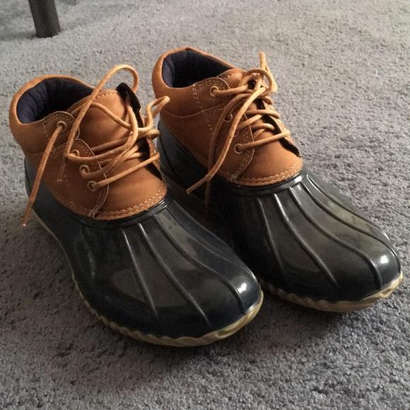 616f8be4c68a ... Tommy Hilfiger duck boots. M 5c4cc5775c4452d162598fe9
